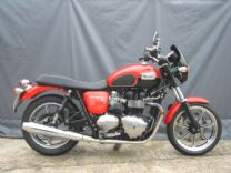 TRIUMPH BONNEVILLE SE NOV-2012 ONLY 400 miles AS NEW WITH £3,000 UPGRADES !